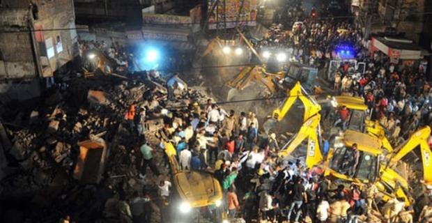 Hindistan'da 4 katlı otel çöktü: 10 ölü