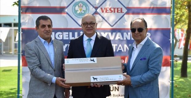 Vestel stant malzemelerinden hayvanlar için kulübe yaptı