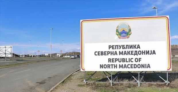 Makedonya-Yunanistan sınırına 'Kuzey Makedonya' tabelası konuldu