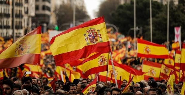 İspanya demokrasi tarihinin en karışık genel seçimine gidiyor