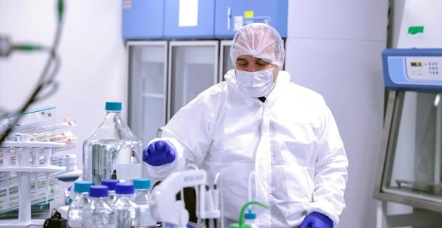 """Bakan Varank, """"virüs benzeri parçacıklara"""" dayalı aşı çalışmalarını yerinde inceledi"""