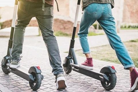 E-scooter'da yeni dönem: Hız sınırı düşüyor, park yasağı getirilen alanlar
