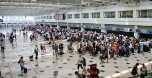 Antalya'ya havayoluyla gelen yabancı sayısında yüzde 32'lik artış