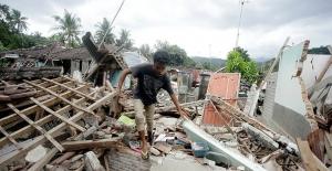 Endonezya'daki depremde ölü sayısı 387'ye yükseldi