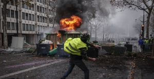 Paris sokakları alev alev