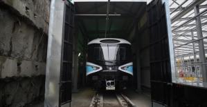 Kabataş-Mahmutbey metrosuna ilk araç indirildi