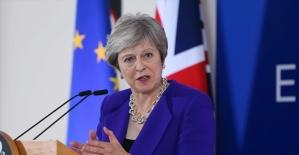 İngiltere Başbakanı Theresa May Brexit oylamasını erteledi