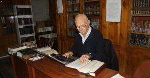 Tarihi kütüphanenin 28 yıllık müdavimi