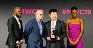 """Huawei'ye 2019 GSMA'dan """"En İyi Mobil Teknoloji İcadı"""" ödülü"""