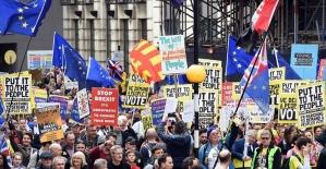 İngiltere'de 1 milyon kişi yeniden referandum için sokağa çıktı