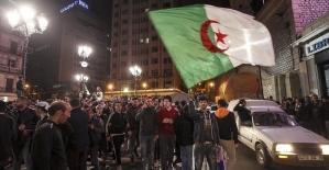 Cezayir'de parlamento Buteflika'nın istifası için toplanacak
