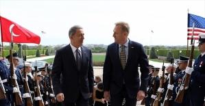 Milli Savunma Bakanı Akar, ABD Savunma Bakan Vekili Shanahan ile görüştü