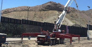 Trump destekçileri Meksika sınırında duvar inşaatına başladı