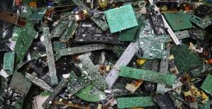 Afrika'da büyüyen 'ithal' çevre sorunu: Elektronik atıklar