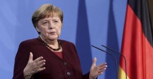 Kritik zirve öncesi Merkel'den Türkiye mesajları