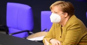 Merkel, ülke tarihinin en büyük finans skandalında ifade verdi