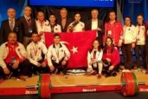 Yıldız halterciden dünya şampiyonluğu