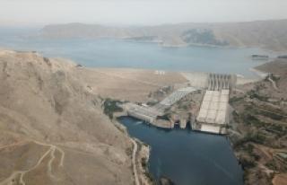 Elektrikte yerli kaynakların payı yüzde 90'a...