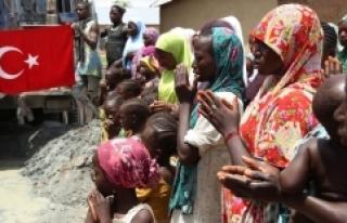 Gönüllü Türk kuruluşları Nijeryalıların temiz...