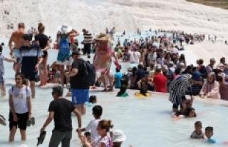 Pamukkale'yi 6 günde 80 bin turist gezdi