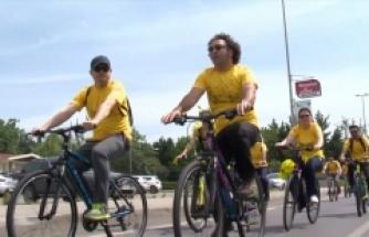Gönüllü bisikletçiler arıların izinde pedal çevirdi